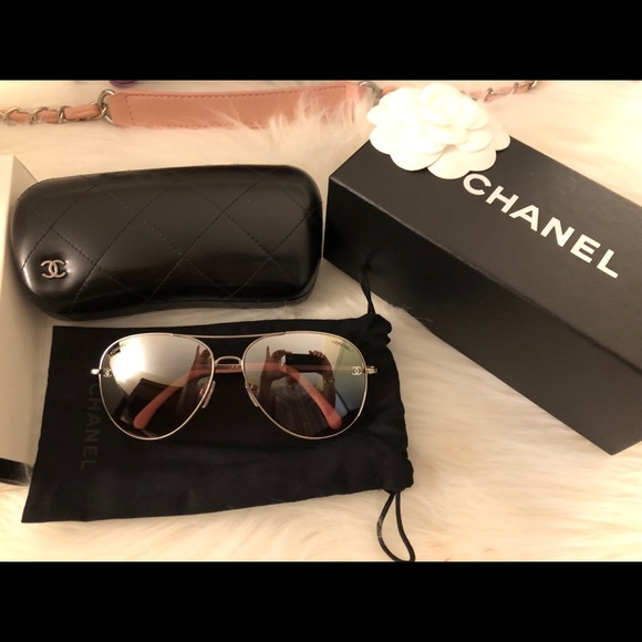 39f50884cbe1 🆕Auth💯Chanel Pink Ombré Mirrored Aviator Sunnies
